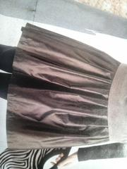 ハリ感のあるスカート