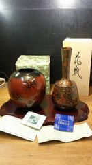 見事な美しさの伝統工芸高岡銅器の花器を二点。どちらも未使用