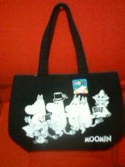 ムーミントートバッグ(L)黒ムーミンファミリー柄内ポケット付Moomin