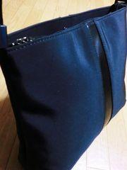 ダナキャラン/DKNYナイロン製肩掛けショルダーバッグ(黒)