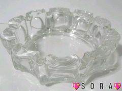 シンプルモダンなデザインクリアガラス卓上灰皿