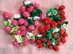 ハンドメイドに 2色編みいちご 20個セット