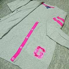 ブランド服☆Gap☆カーディガン スパンコールロゴが可愛い☆140