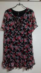 新品:サイズ4L:黒×花柄、半袖ワンピース(B)