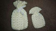 手編みのミニチュアきんちゃく二個、白