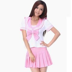 ピンクの大きめリボンセーラー服コス