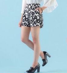【3L】花柄モノトーンプリントショートパンツ