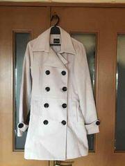 大きなボタンのコート