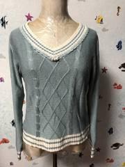 胸元パール飾り、Vネックセーター ブルー