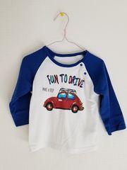 白に青そで青ズボンに車の長袖パジャマ100