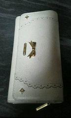 リズリサ白革製長財布