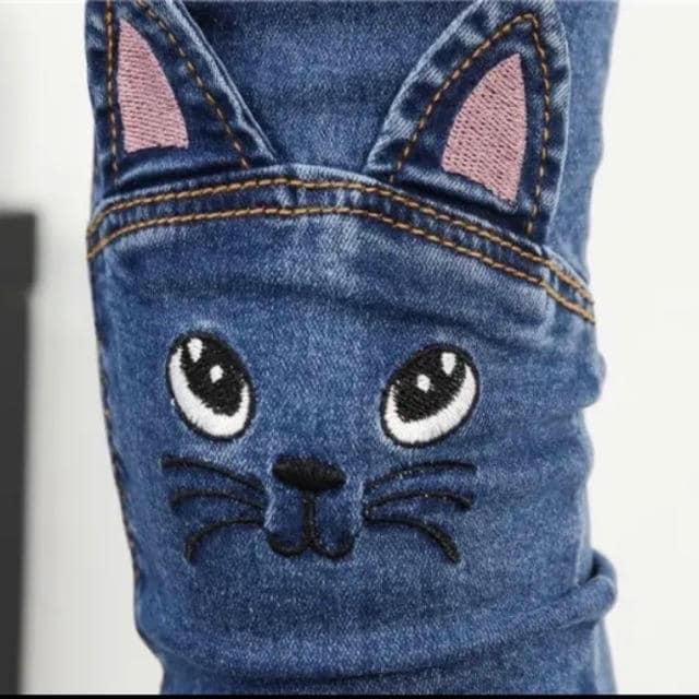 スリムデニムパンツ ウエストゴム 猫柄 ネイビー 4L〜5L < 女性ファッションの