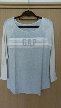 ギャップ 薄手長袖Tシャツ。