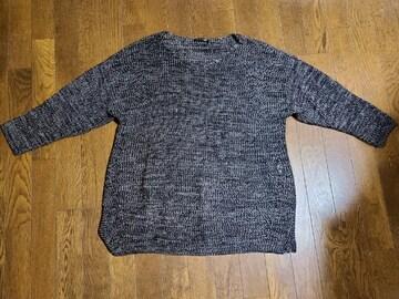 送料無料/大きいサイズ4Lブラック鍵編み裾サイドスリット丸首ゆったりニット
