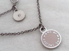 4934/マークバイマークジェイコブプレート型ネックレス薄いピンクCOLORで可愛い