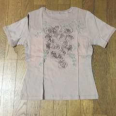 ニュアンスベージュのお洒落フラワーTシャツ Mサイズ