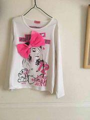 ジェニーリボンが可愛いTシャツ