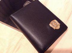東京警視庁発行 警察バッジ付き本革製二つ折り財布