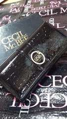 CECIL McBEE ロゴプレート付き財布(ブラック)