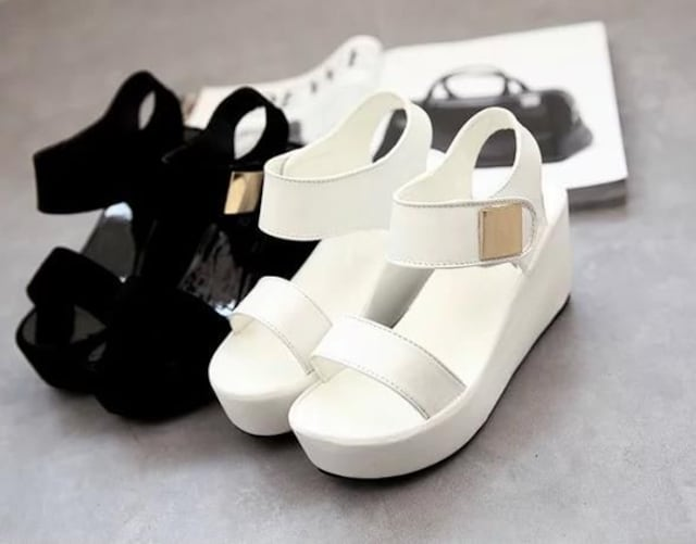 特価☆快適ファッション厚底サンダル/黒/白/スポサン/夏/靴/海 < 女性ファッションの