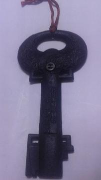 ☆大屋敷門の鍵の形をした古き豪華栓抜き