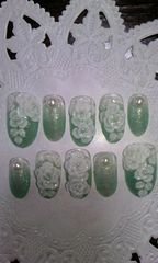 グリーンラメグラデホワイトローズパールミディアムオーバルネイルチップ