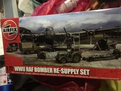 AIRFIX1/72 ww2 RAF ボンバー爆弾、トラック等セット未開封品