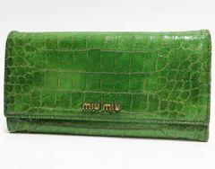 本物 miumiu ミュウミュウ 二つ折り長財布 型押しレザー 緑