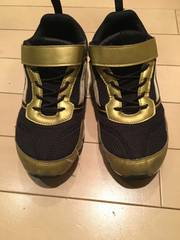 adidasスニーカー黒ゴールド22cm