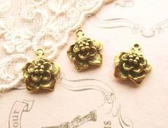 花チャーム立体3個アンティークゴールド