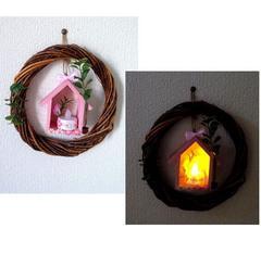 ウッドリース ピンクの木のお家 壁飾り LEDキャンドルライト