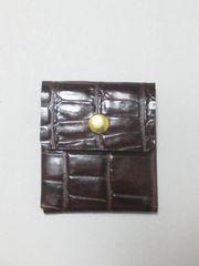 新品 > ハンドメイド 革のコイン ケース(型押し柄)。