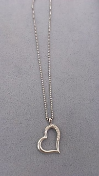 K18WG本物刻印あり!ダイヤ石付きハート型トップ付きネックレス!