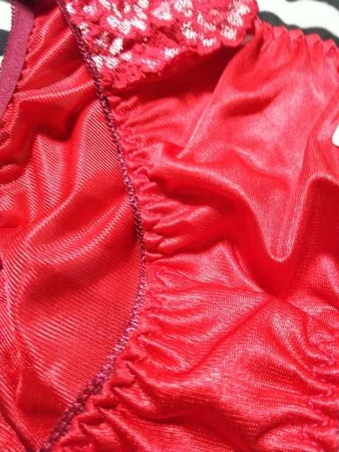 新品 超激カワ情熱の赤ツルツルsexyパンティ(///ω///)♪M < 女性ファッションの