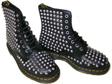 ドクターマーチン新品15392001ブーツ黒スタッズ銀 鋲ハードuk4