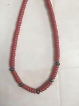 赤いビーズの☆エスニック風のネックレス
