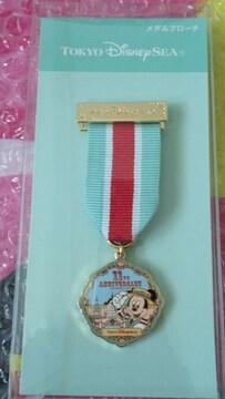 ディズニー TDS 11周年 メダル ブローチ ミッキー トイマニ トイストーリーマニア ピクサー