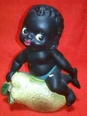 当時物サンボ風洋梨に乗った男の子陶器置物