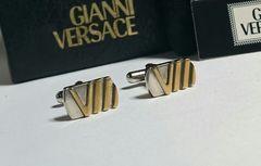 正規美レア ヴェルサーチVERSACE 立体Vロゴスクエアカフス金×銀 ヴィンテージボタン