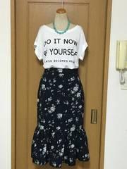 未使用 GU フラワープリントの裾切り替えスカート♪