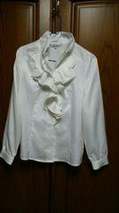 とっても素敵な長袖ブラウス。白。美品