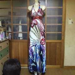 BRアジアン系ビジュー ホルター・プリーツ ロングドレス