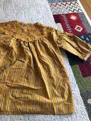 五分袖カラシ色シャツ