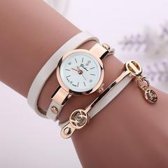 送料無料/かわいいレザーブレスレット型レディース腕時計白