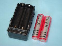 3.6V & 3.7V 充電器・18650 3000mAh プロテクト付き充電池2本