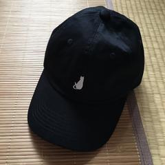 レディースサイズ・ワンポイント猫シルエット刺繍帽子。ブラック