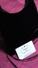 鑑定済人気のブラックPRADA斜め掛けショルダーバッグ