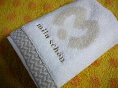 ミラショーンハンドタオル(今治)アイボリービッグロゴ刺繍