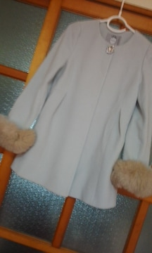Rirandtureウール84%アンゴラ16%ブローチとお袖ファー取り外し可能コート