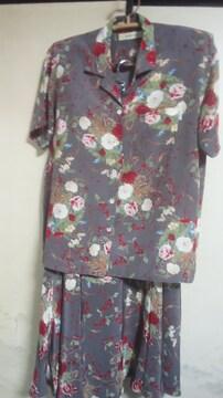 カネコイサオ ブラウススーツ ウエスト70位 お花のブーケ柄